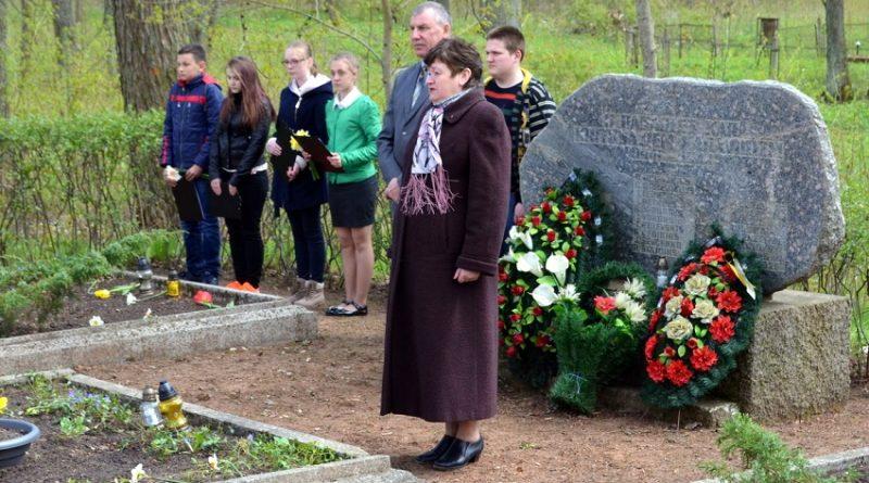 Sventes brāļu kapos godināja Otra pasaules kara upuru piemiņu