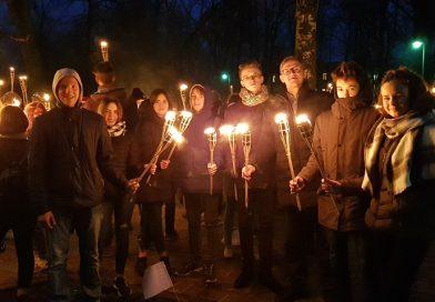 Sventes jaunieši Lāčplēša dienai veltītā lāpu gājienā Daugavpilī